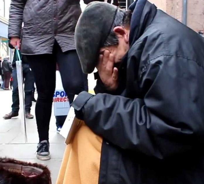 Fabulous Anonymous Makes Random Homeless Man Cry With Donations Interior Design Ideas Inesswwsoteloinfo